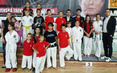 Seredskí taekwondisti zažiarili na majstrovstvách Slovenska a odnášajú si 23 medailí