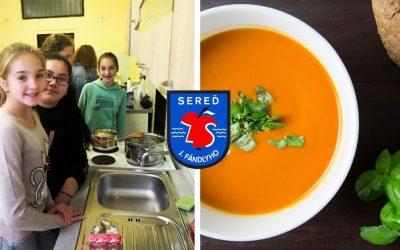 Žiačky vypracovali krásny školský receptár zameraný na vegetariánske jedlá
