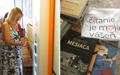 Elektronické čítačky Kindle nájdete už aj v mestskej knižnici. Projekt Kindlotéka od Amazonu podporuje čitateľskú gramotnosť aj v Seredi