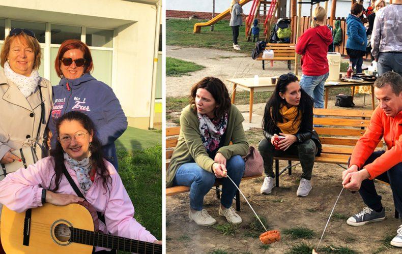Malí škôlkari s rodičmi využili slnečné počasie na púšťanie šarkanov a opekačku v materskej škole v Seredi
