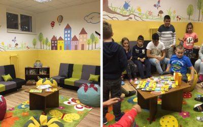 Chodba na Špeciálnej základnej škole v Seredi sa premenila na školskú obývačku. Tú zmenu musíte vidieť