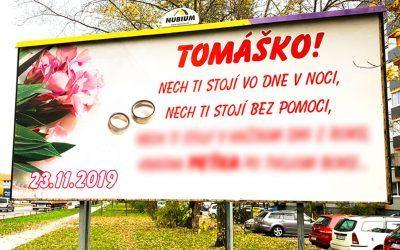 V Seredi sa objavil zábavný odkaz mladomanželom, ktorý tu ešte nebol. Tieto rýmy na billboarde vás zaručene pobavia