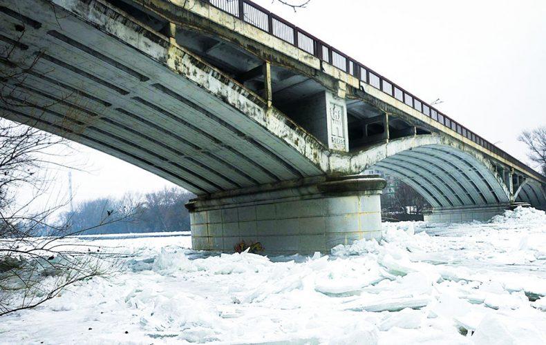Takto vyzeral pred tromi rokmi zamrznutý Váh v Seredi. Dočkáme sa ešte niekedy takéhoto pohľadu?