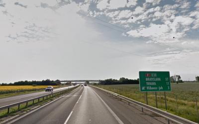 Aj Seredčania budú jazdiť na diaľniciach zadarmo. Vláda schválila zrušenie diaľničných známok