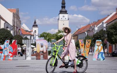 Trnavský bikesharing má novú sezónu, mesto nakúpilo ďalšie elektrobicykle. Využili by podobný projekt aj Seredčania?