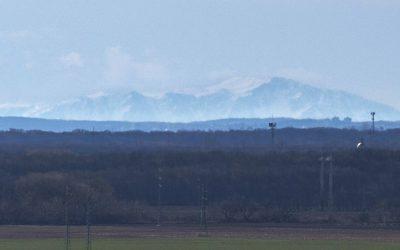 Výhľad na Alpy priamo z obce Vinohrady nad Váhom! Pozrite si tento skvost, ktorý zachytil Majo Chudý