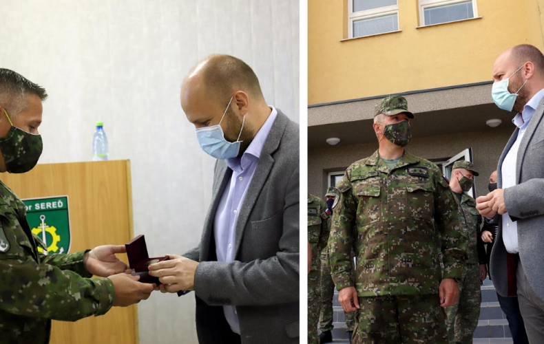 Minister obrany Jaroslav Naď dnes navštívil kasárne v Seredi. Naši ženisti ušetria rezortu každoročne milióny eur