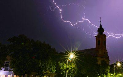 Pozrite si tieto úžasné zábery včerajšej búrky. Nafotila ich šikovná Monika Chatrnúchová