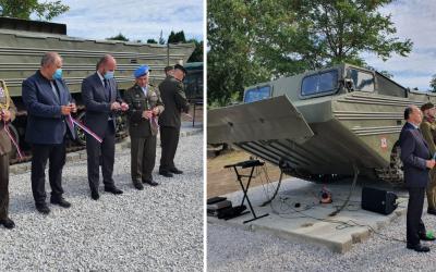 Minister obrany Jaroslav Naď dnes slávnostne odhalil pamätník venovaný seredským ženistom