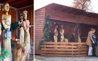 Na Námestí slobody stojí drevený betlehem, ktorý ožíva farbami. Seredčania si tak môžu užiť pravú vianočnú atmosféru