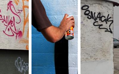 V Seredi vyčíňa vandal, ktorý posprejoval viacero budov. Mestská polícia vypísala finančnú odmenu