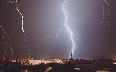 Pozrite si krásne zábery prvej tohtoročnej silnej búrky, ktorú v noci nafotil Seredčan Michal Dinga