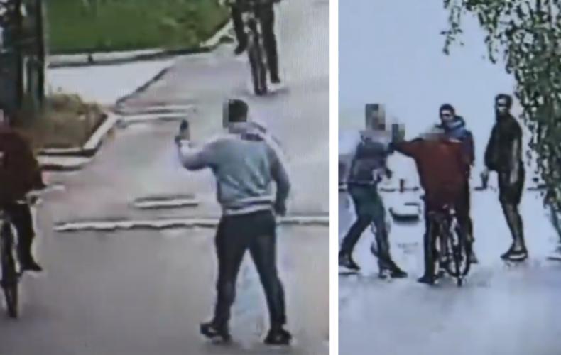 V Seredi vyčíňal podgurážený občan srbskej národnosti. Na okoloidúceho vylial pivo a poškodzoval autá