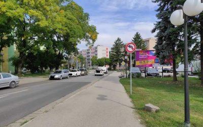 Na Železničnej ulici v smere od svetelnej križovatky bola osadená nová dopravná značka