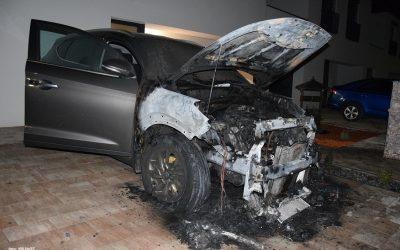 Nepríjemné prekvapenie pred rodinným domom v Seredi. Úmyselný požiar spôsobil majiteľovi škodu 10 000 eur